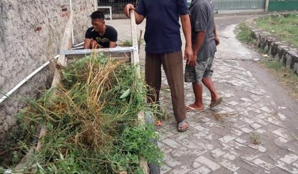 Giat Bersih Warga Dan Aparatur Desa